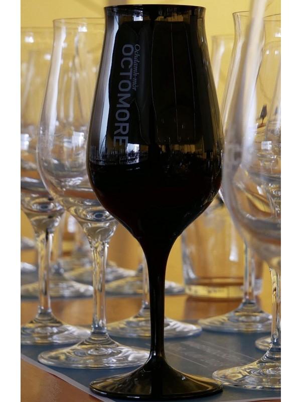 Nosing Glas Bruichladdich Octomore für Blindverkostung in Schwarz
