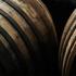 Holz (Eiche, Tabak, Gewürze)